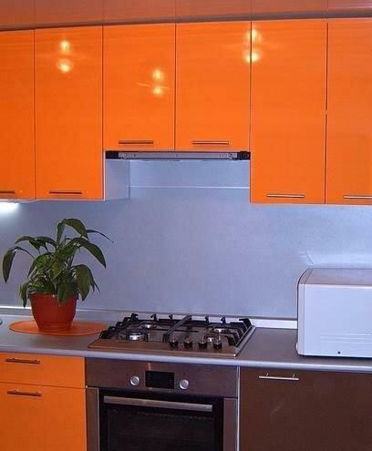 Угловые кухни из пластика 26 фото дизайн кухонных гарнитуров в алюминиевой рамке особенности выбора